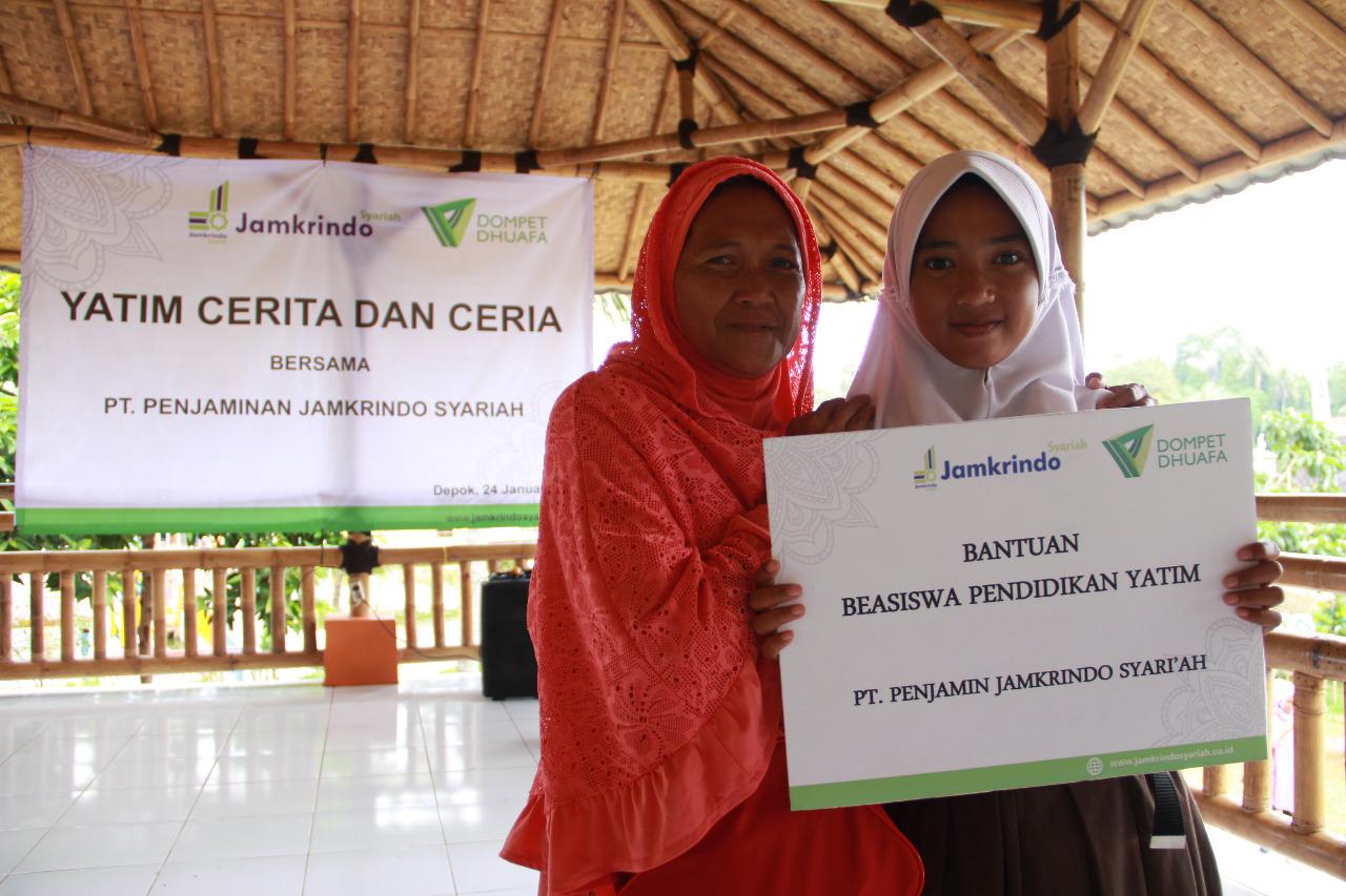 Donasi Jamkrindo Untuk Beasiswa Anak yatim