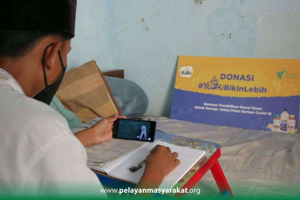 Ilham sedang belajar online