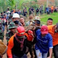 Barzah Dompet Dhuafa Turut Evakuasi Longsor Sinarresmi